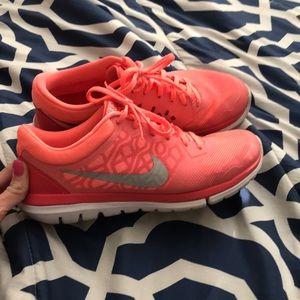 Women's Nike size 9.5 tennis shoes